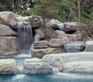 kaskada wodna ze sztucznych skał