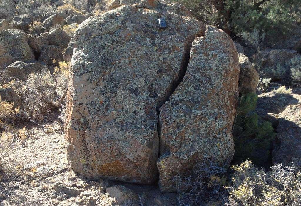 Co sztuczne skały mają w środku